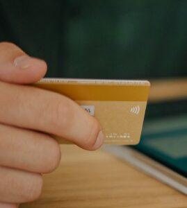 Kreditkarte als Zahlungsmittel und Bargeldersatz