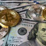 Bitcoins und Dollarscheine