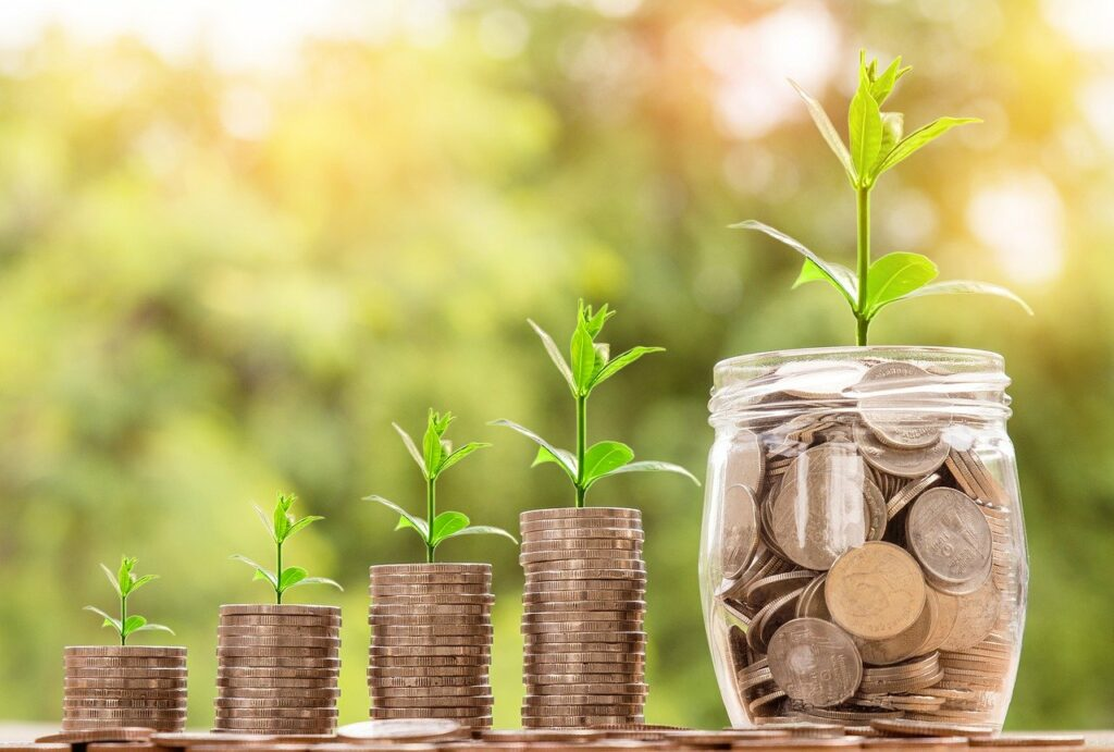 Langfristige Sparpläne und Zinseszins führen zu Vermögensaufbau